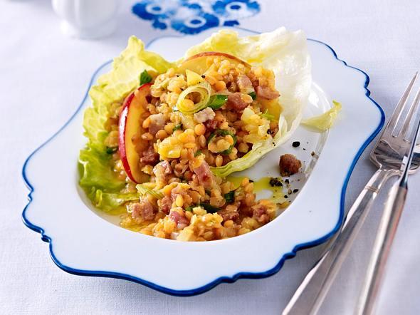 Linsen-Specksalat im Salatblatt Rezept
