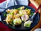 Löwenkopf-Mettbällchen auf Chinakohl-Salat Rezept