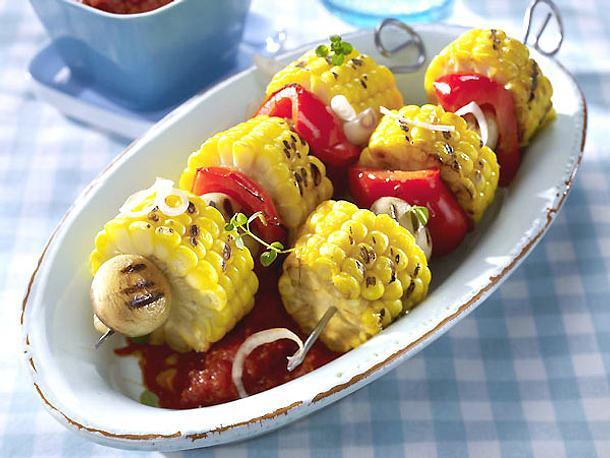 Mais-Paprika-Spieße mit scharfer Tomatensoße Rezept