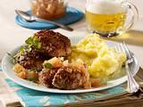 Majoran-Frikadellen mit Apfel-Zwiebel-Chutney und Kartoffelpüree Rezept
