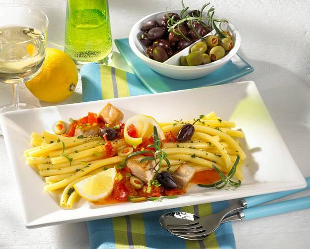 Makkaroni mit Tomaten-Thunfischragout Rezept
