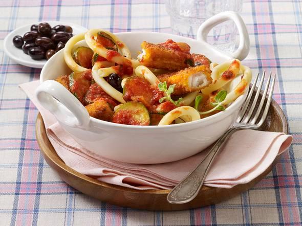 Makkaroni zu Fischstäbchen-Tomatensoße Rezept