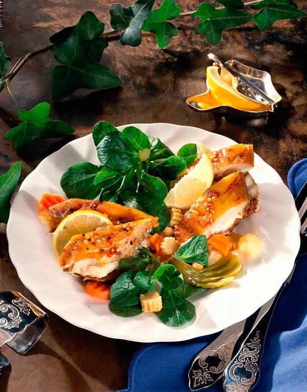 Makrelenfilets auf Meerrettichbrot mit Salat Rezept