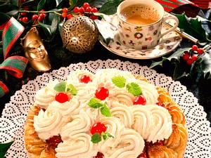 Makronen-Torte mit Kirschkompott und Vanille-Sahne Rezept