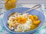 Mandel-Milchreis mit Rosinen und Zimt zu Aprikosen-Kompott Rezept