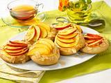 Mandel-Puddingschnecken mit Nektarinen Rezept