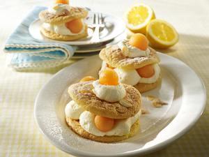 Mandelbiskuit-Omeletts mit Zitronensahne und Melone Rezept