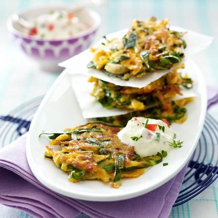 Mangold-Möhren-Rösti mit Frischkäse-Tomaten-Dip Rezept