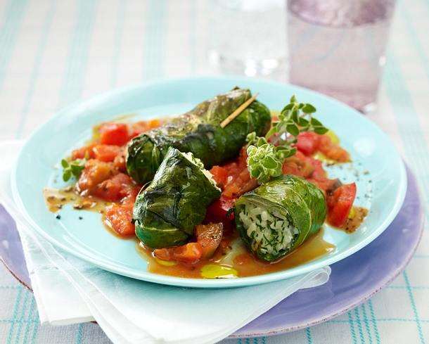 Mangoldröllchen mit Kräuterreis-Frischkäsefüllung zu Paprika-Tomaten-Auberginen-Sugo Rezept