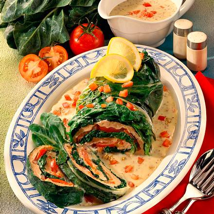 Mangoldrolle mit Brät-Tomatenfüllung und Senfsoße Rezept
