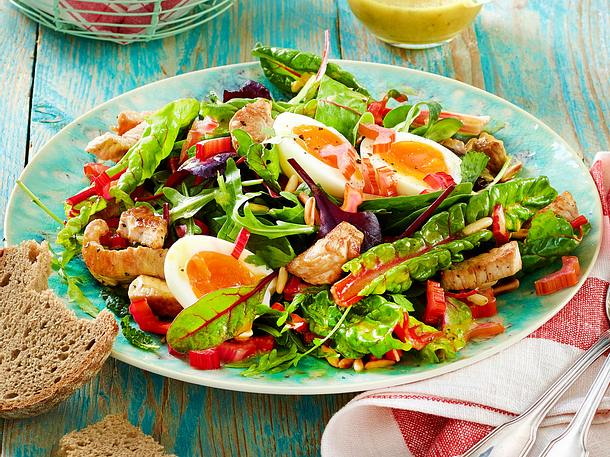 Mangoldsalat mit Ei & Putenstreifen Rezept