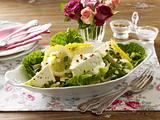 Marinierter Fetakäse auf Salat Rezept