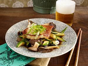Mariniertes Fischfilet mit Kräuterseitlingen und Zucchini Rezept