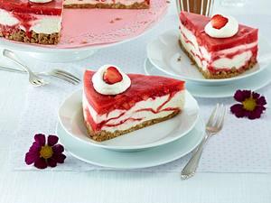 Marmorierte Erdbeer-Frischkäsetorte Rezept