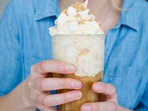 Marshmallow-Sahne mit zerbröselten Butterkeksen Rezept
