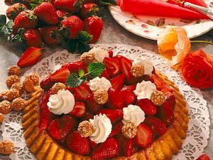 Marzipan-Erdbeerkuchen mit Mandelpudding Rezept