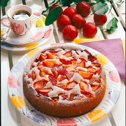 Marzipan-Rührkuchen mit Pflaumen Rezept