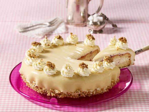 Marzipan-Torte mit Nuss-Sahne Rezept