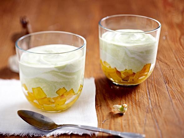 Matcha-Joghurt auf Mangosalat Rezept