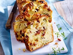 Mediterraner Kuchen mit getrockneten Tomaten, Pinienkernen und Ziegenkäse Rezept