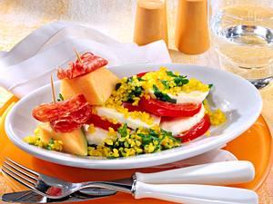 Melonen-Salami Spieße auf Raukesalat Rezept
