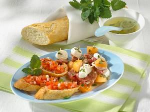 Melonen-Spieße und Tomaten-Bruschetta Rezept