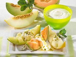 Melonenschiffchen mit Honig-Joghurt Rezept