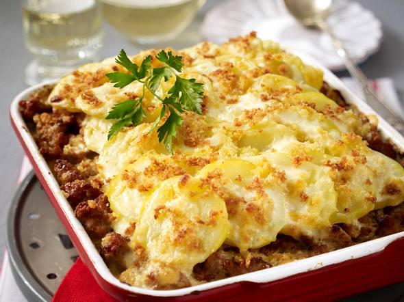 Mett-Sauerkraut-Schicht-Auflauf mit Kartoffelkruste Rezept