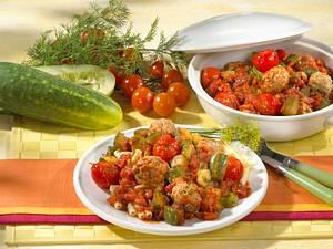 Mettklößchen-Ragout in Tomatensoße mit Schmorgurken Rezept