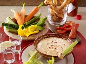 Mexikanischer Käsedip zu Blätterteigstangen und Gemüsesticks Rezept