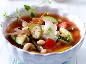 Minestrone mit Zucchini, Tomaten, Paprika und ital. Bohnenkernen Rezept
