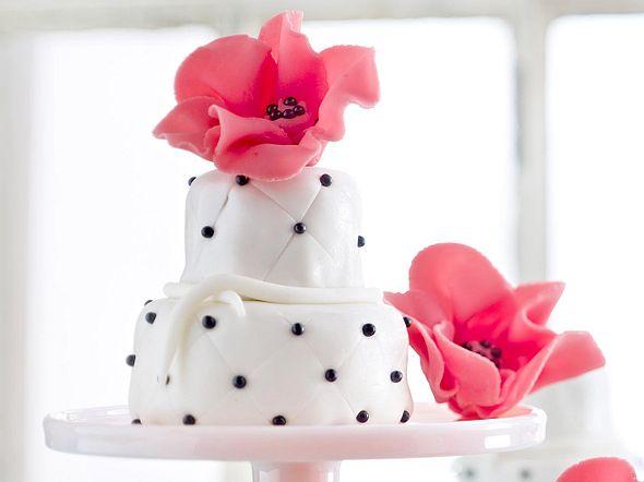 Mini-Hochzeitstorten mit Mohn Rezept
