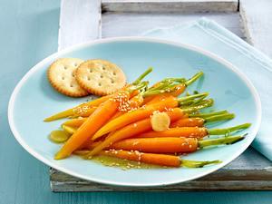 Mini-Möhrchen mit Sesam und Cracker Rezept