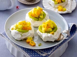 Mini-Pavlovas mit Ananas-Mango-Kiwi-Cocktail Rezept