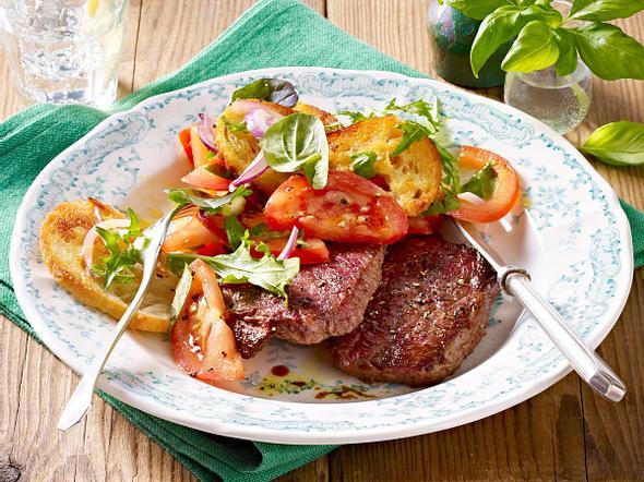 Minutensteaks mit Tomaten-Brot-Salat Rezept