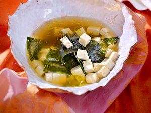 Miso-Suppe mit Tofu, Algen und Reis (Japanisches Frühstück) Rezept