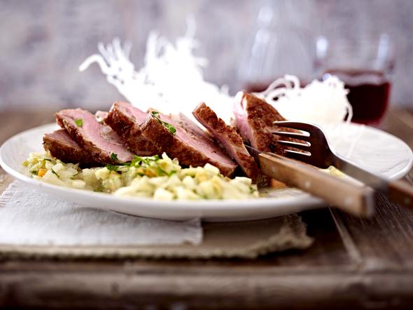 Mit Garnelen gefüllte Ente auf Ingwer-Weißkohl Rezept