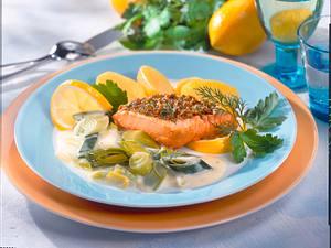 Mittagessen Lachsfilet zu Lauchgemüse Rezept