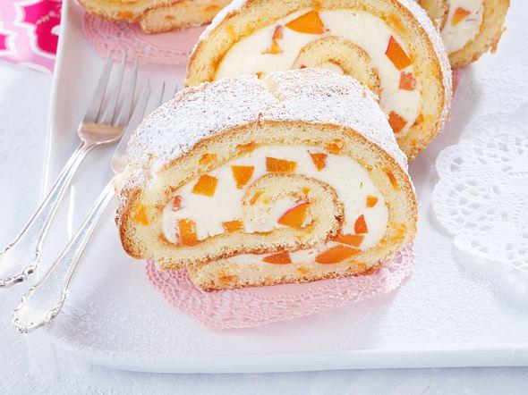 Möhren-Biskuitrolle mit Aprikosen-Mascarponecreme Rezept