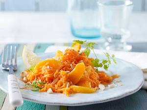 Möhren–Macadamia-Salat mit Aprikosenfilets Rezept