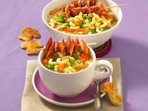 Möhren-Nudelsuppe mit Würstchen Rezept