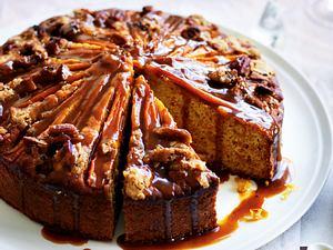 Möhrenkuchen mit Gewürz-Sahnekaramell Rezept