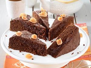 Möhrenkuchen mit Schokoguss und Marzipan Rezept