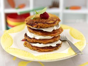 Möhrenkuchen-Pancakes mit Frischkäse-Frosting Rezept