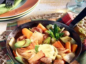 Möhrenpfanne mit Sellerie, Porree und Brätklößchen Rezept