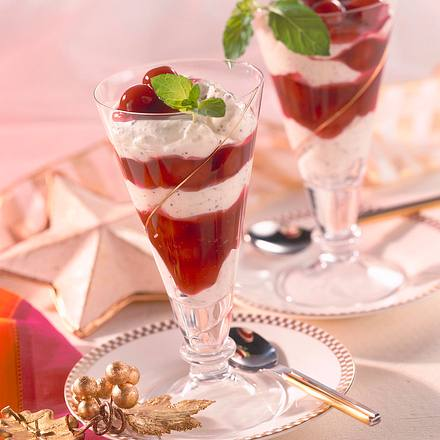 Mohn-Marzipan-Quark mit Kirschen Rezept