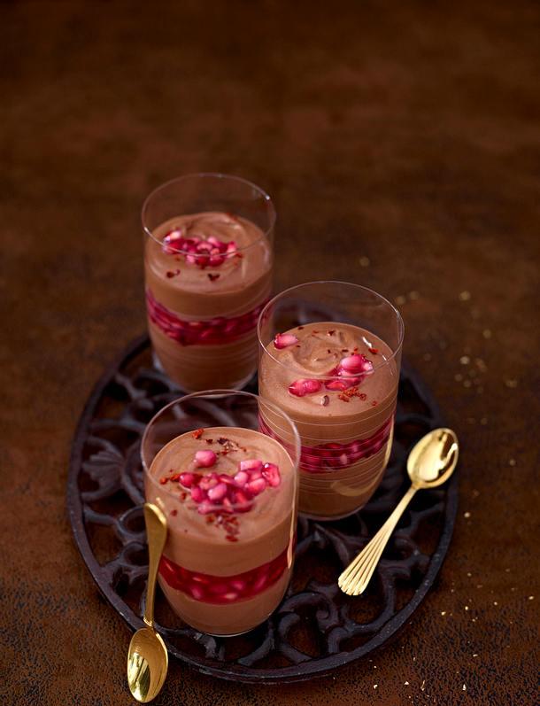 Mousse au Chocolat auf Granatapfelmus Rezept