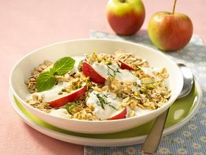 Müsli mit Joghurt und Apfel Rezept