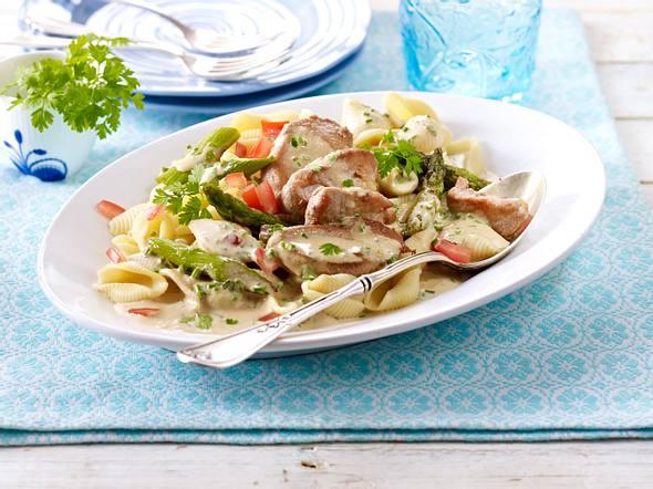 Muschelnudeln in Kräuter-Sahnesoße mit grünem Spargel und Schweinefilet Rezept