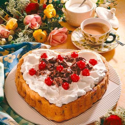 Muttertagsherz mit Kirschen und Schoko-Knusper-Pralinen Rezept